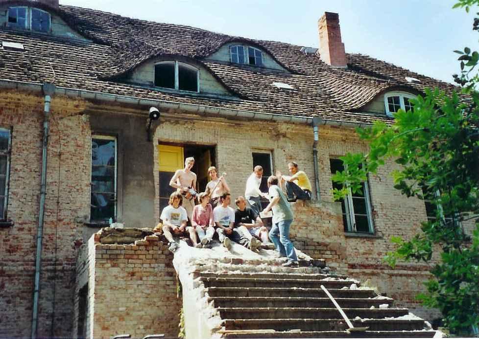 Eingang zum Gutshaus 2005