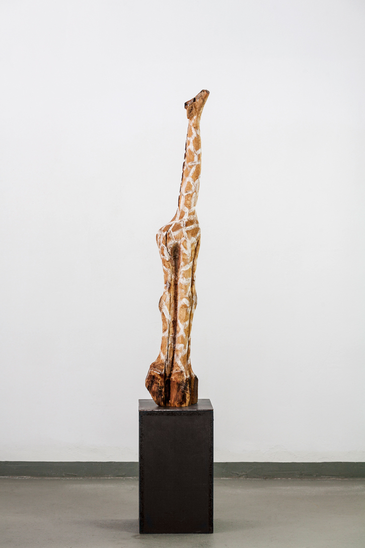 10 kleine Giraffe _ Lärche_ Acryl 2015_ 108x24x12 cm